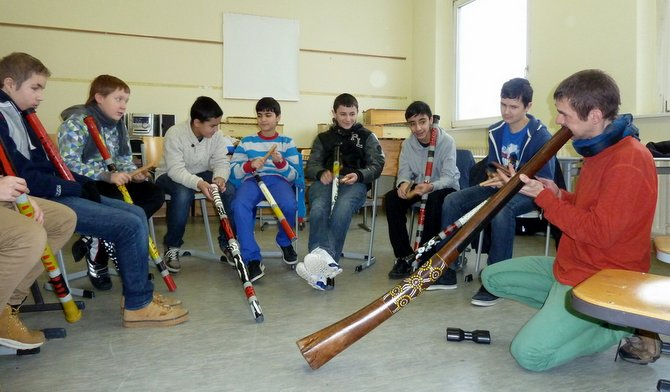 didgeridoo school projekt with Marc Miethe Berlin